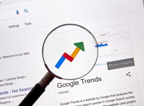 """Altcoin Season Is Here: """"Buy Crypto"""" Surpases Bitcoin Searches On Google"""